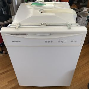 Free Frigidaire Dishwasher for Sale in Arvada, CO