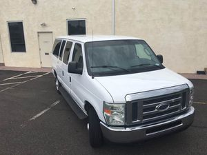 2008 FORD E-SERIES WAGON E-350 SD XLT for Sale in Bristol, PA