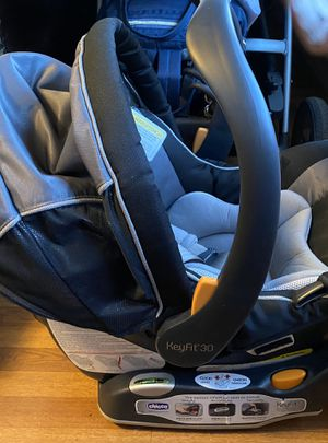 CHICCO Car Seat with Base for Sale in Brooklyn, NY