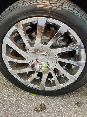 Chrome 18 inch rims for Sale in Valrico, FL