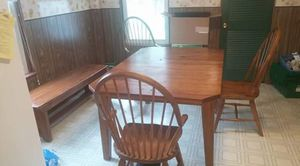 Broyhill antique heirloom kitchen table and chairs for Sale in Washington, MO