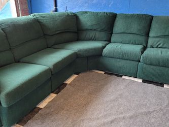 Great Recliner Sectional Couch for Sale in Issaquah,  WA