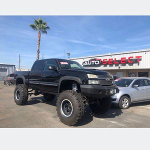 2005 Chevy Silverado, custom everything. Monster lift with 45 inch stampers. Over 15k in customs. for Sale in Fresno, CA