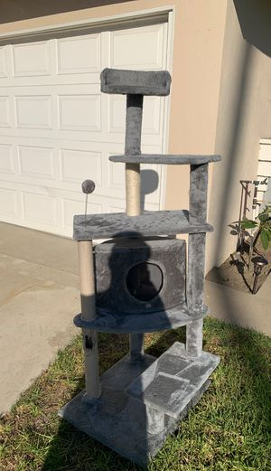Cat tree free for Sale in Ontario, CA