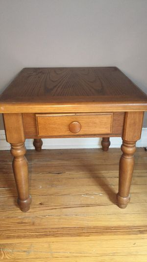 Brown wooden end table for Sale in Hoboken, NJ