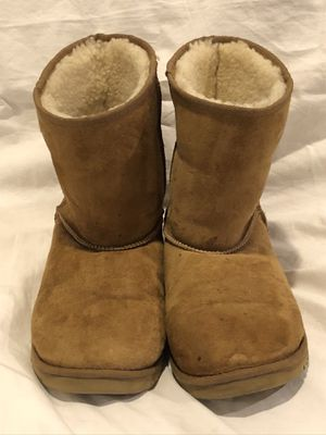 UGG AUSTRALIA Classic Short Chestnut Suede/Sheepskin Boots Womens Size 5 for Sale in Santa Ana, CA