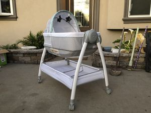 Graco bassinet for Sale in Whittier, CA