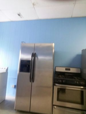 refrigerator frigidaire stove frigidaire for Sale in Chicago, IL