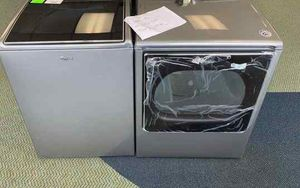 BRAND NEW WHIRLPOOL WASHER AND GAS DRYER SET 0N for Sale in Los Angeles, CA