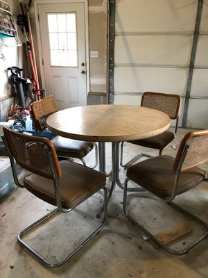 Wood grain kitchen table, 4 padded seats for Sale in Jackson Township, NJ