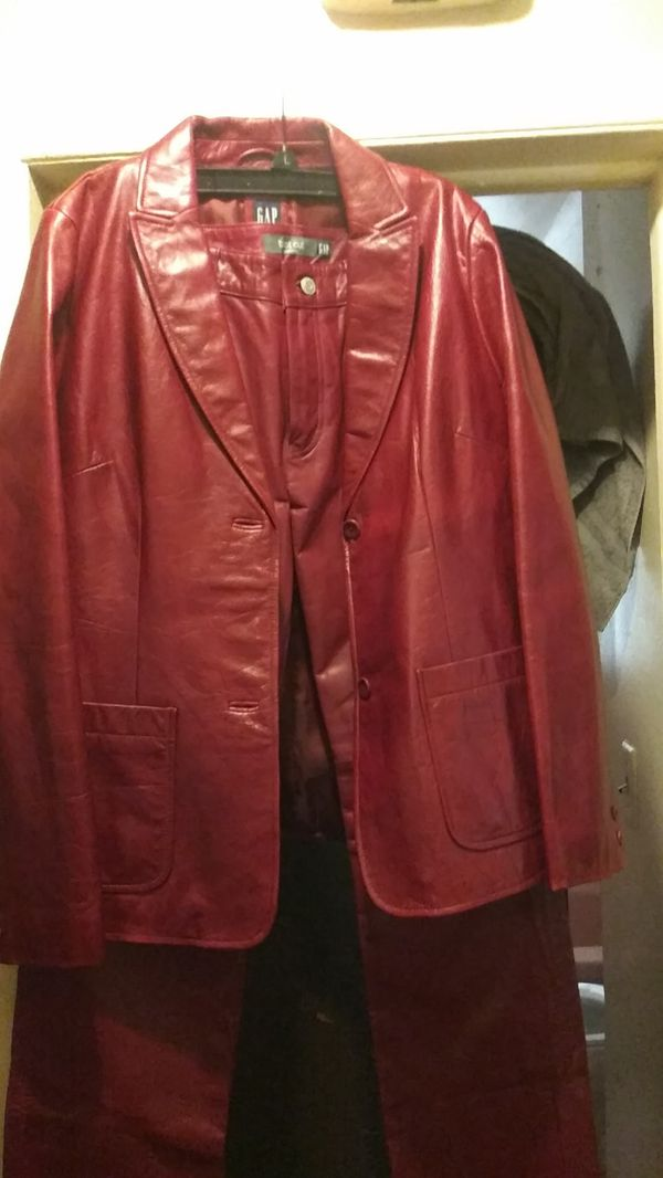 Gap 100% Genuine Leather 2piece outfit... Only worn twice! Medium leather blazer with a size 6 leather pants!