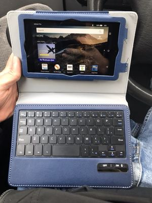 Amazon fire hd 7 4th gen like new ! With Bluetooth keyboard for Sale in Riverwoods, IL