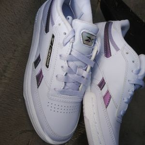 Reebok ( SIZE 5) NO TRADES $100 CASH for Sale in Baltimore, MD
