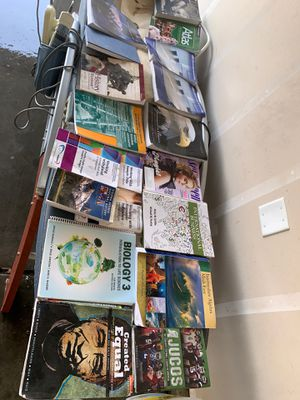 Free books must pick up for Sale in Fresno, CA