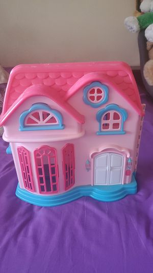 Pink medium sized doll house for kids 5+ for Sale in Richland, WA