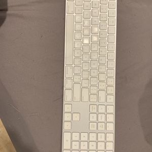 Magic Keyboard 2 for Sale in Pico Rivera, CA