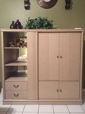 Beautiful 2 PC Entertainment TV WALL UNIT for Sale in Miami, FL