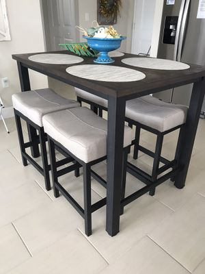 High top kitchen table for Sale in Palm Beach Gardens, FL