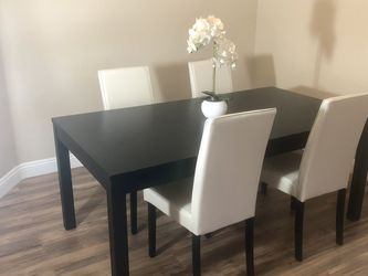 Dining Table With Four Chairs for Sale in Las Vegas,  NV