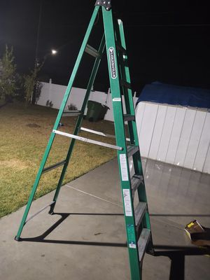 Louisville 8f ladder like new condition firm price or pay around 200 for Sale in Modesto, CA