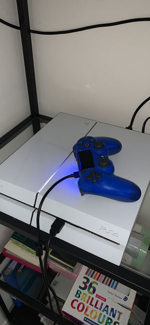 Selling ps4 with controller, game mod, and headphones. for Sale in Rochester, MN