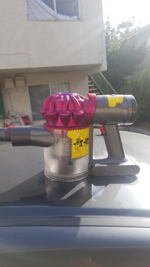 Dyson v7 vacuum with charger for Sale in Los Angeles, CA