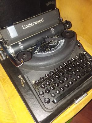 Typewriter in great condition. Message for price for Sale in Ottumwa, IA