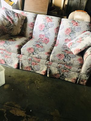 Floral sofa bed good condition for Sale in Bartow, FL