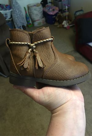 Oshkosh brown size 6 toddler girl boots for Sale in Gaffney, SC