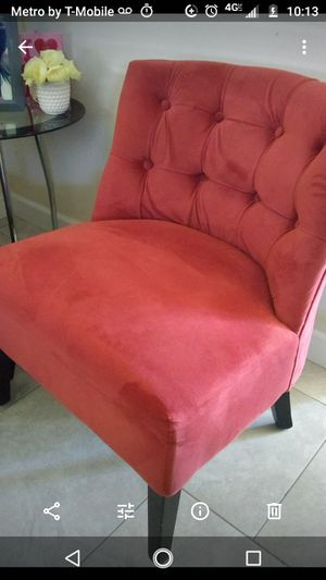 Very cute accent chair for Sale in Phoenix, AZ