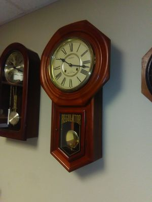 WALTHAM ANTIQUE CLOCK 31DAY CHIMS WINDUP for Sale in Stanton, CA