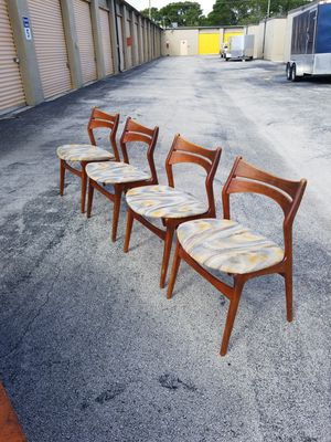 Mid Century Modern Danish Walnut Dining Table and Boomerang Chairs that are in very good condition! for Sale in Delray Beach, FL
