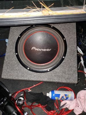 Bosina pioneer de 12 i amplificador 3000 for Sale in Gaithersburg, MD