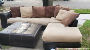 Beautiful sectional ottoman and table for Sale in Warren, MI