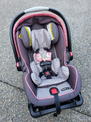 Graco Snugride 40 infant car seat and base for Sale in Puyallup, WA