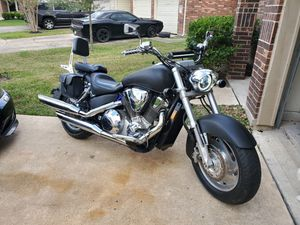 Honda shadow VTX 1800 cc. 2002 model. Only 15k miles. Clean title. Runs perfect. Upgrades. Ready to ride anywhere! Can help deliver if close! for Sale in South Houston, TX