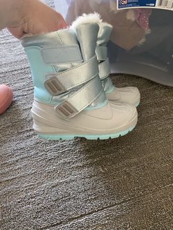 Size 8 Kids Snow Boots  for Sale in Snohomish, WA