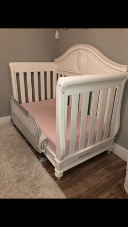 Limited Edition Princess crib/toddler Bed Set for Sale in Federal Way,  WA