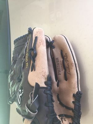 Rawlings baseball glove for Sale in Lancaster, MA