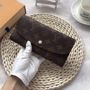 Accessories wallet for Sale in Arlington, VA