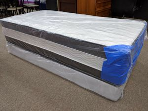 Top quality queen 14inch thick 2 sided mattress with free boxspring for Sale in College Park, MD