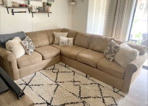 Large Broyhill Sectional Sleeper for Sale in Rancho Santa Margarita, CA