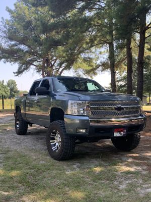 17s and 35a for trade for Chevy stock 18 on any mud tires for Sale in Clayton, NC