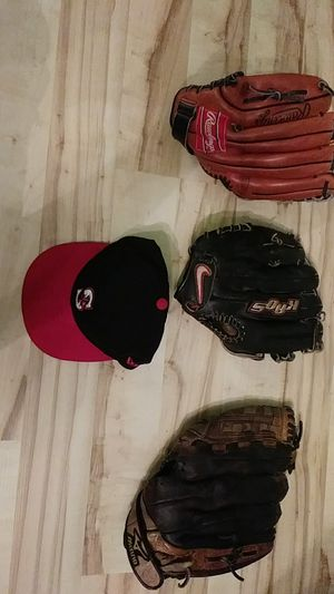 Lot of baseball gloves, Nike Mizuno, Rawlings and Mariners hat for Sale in Puyallup, WA