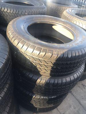 Set semi new Michelin 265/65/17 for Sale in Long Beach, CA