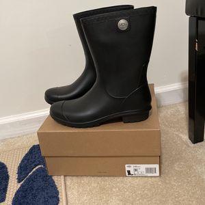 UGG Women's Sienna Matte Rain Boot Size 9 Black $50 for Sale in Grayson, GA