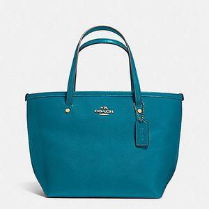 Brand new Coach Tote Bag for Sale in Chicago, IL