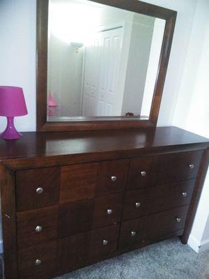 Dresser + mirror for Sale in Oakland, FL