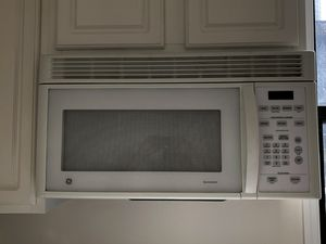 GE under cabinet microwave for Sale in Queens, NY