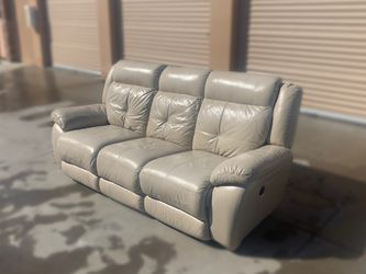 * FREE DELIVERY * Creamy White Leather. Fully motorized Mid-century modern 3 seater Sofa. $400 for Sale in Aurora,  CO